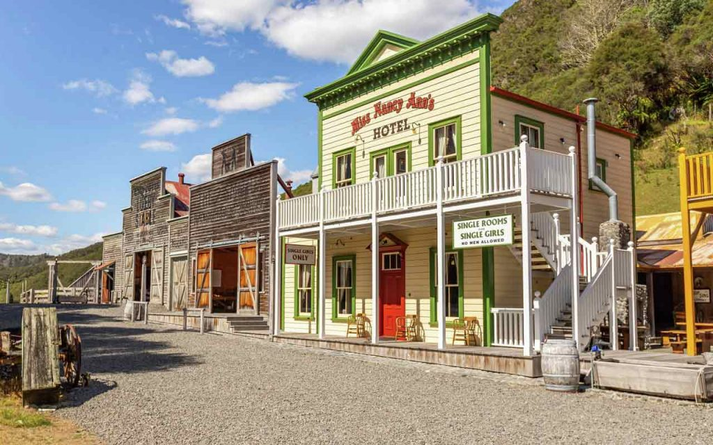 Wild West town New Zealand Mellons Folly hotel